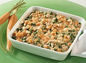 Carrot gratin with peas