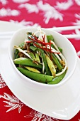 Pork with sugar snap peas and spring onions (China)