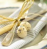 Place-setting with Easter decoration (close-up)