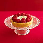 Lemon meringue tart with raspberries