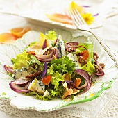 Lettuce with blue cheese, pecans and edible flowers