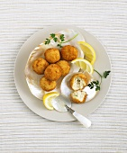 Crabcakes with lemon (overhead view)