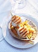 Grilled scallops on mango salad