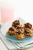 Muesli cookies with chocolate cream