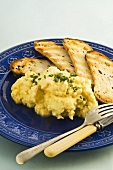 Scrambled egg with chives and grilled bread