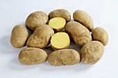 Several potatoes (variety 'Heideniere'), whole and halved