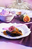 Fried aubergine slices with figs and sauce
