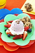 Strawberry ice cream with cookies