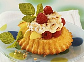 Tartlet with fruit and cream filling and chopped almonds