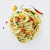 Spaghetti with garlic, chili and parsley