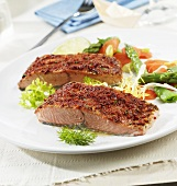 Salmon with pepper crust and vegetables