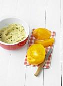 Rührteig und Mango für Mango-Cupcakes