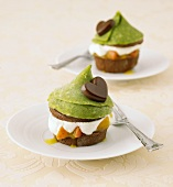 Small pistachio cakes
