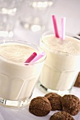 Nectarine yoghurt shakes and cocoa biscuits