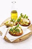 Crostini with crabmeat and fennel