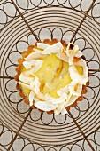 Mango tart with coconut