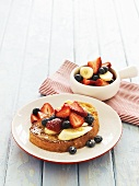 'Poor knights' (French toast) with fruit