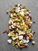 Spicy seasoned salt with onions, pepper, hibiscus, orange zest, coriander, pepper and chilli