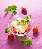 Strawberry salad with vanilla cream