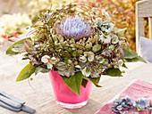 Blumenstrauss mit Hortensien und Artischockenblüte