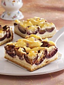 Thuringian cheesecake with plums