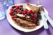 Wholemeal pancakes with berries