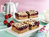 Almond cherry cake with chocolate crumble