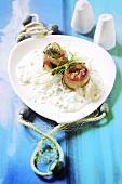 Fish rolls in yoghurt sauce