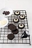 Decorating Oreo cookies