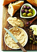 Tuna paste, white bread and marinated olives