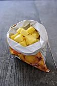 Tiefgekühlte Ananasstücke in Verpackung