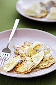Pikelets with raisins and banana