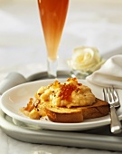 Scrambled egg on toast with salmon caviare