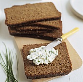 Slices of black bread with chive quark