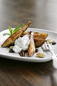 Sweet pear wedges with vanilla cream and nuts