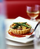 Artichoke and asparagus tartlet with tomato sauce