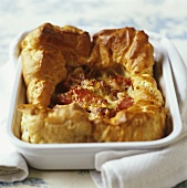 Gougère au jambon (French choux pastry dish with ham)
