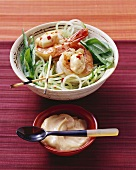 Fried prawns with chilli mayonnaise on strips of cucumber