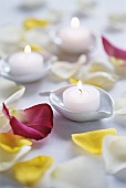 Tea lights and rose petals (table decoration)