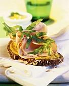 Wholegrain bread with honey mustard spread & chicken breast