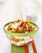 Pan-cooked cabbage dish with red lentils and yoghurt