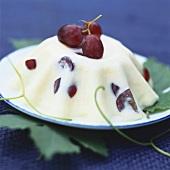 Vanilla pudding with grapes
