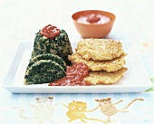 Small spinach mould with tomato sauce and rice cakes
