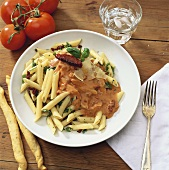 Pasta with ham and tomato sauce