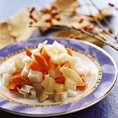 Lotuswurzel mit Bambussprossen und Karotten