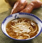 Abalonsuppe mit Bambussprossen und Tofu