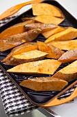Süsskartoffeln zum Backen vorbereitet