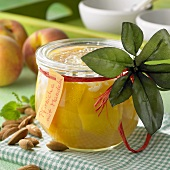 Bottled peaches with almonds