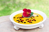Spicy rapeseed oil with a nasturtium