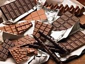 Verschiedene Schokoladentafeln auf einem Haufen